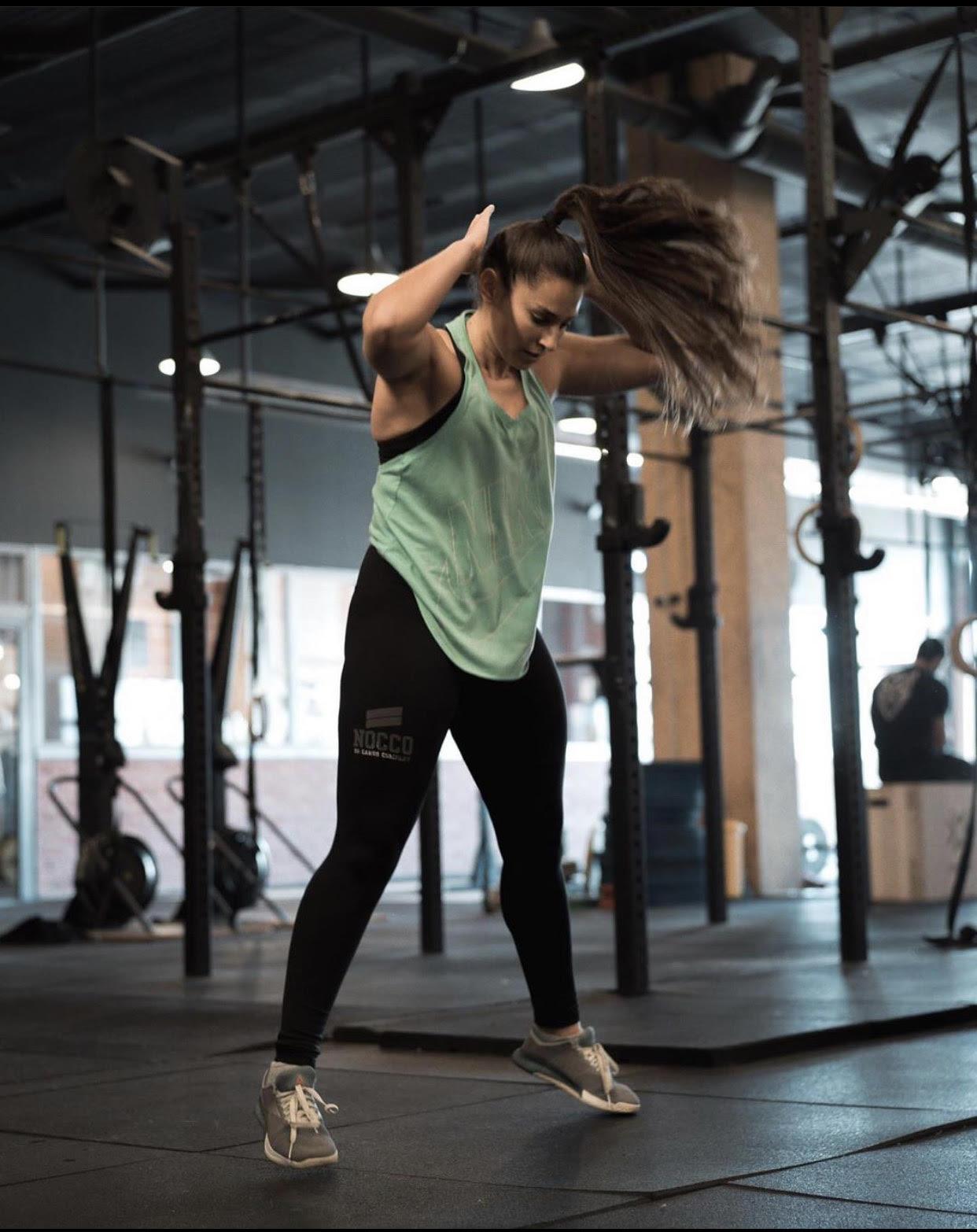 sheila entrenando crossfit coraje alta intensidad